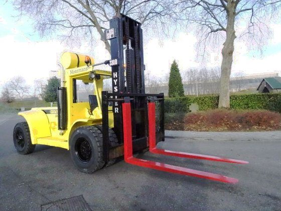 1981 Hyster H330 B in