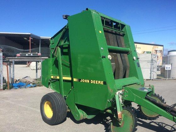 John Deere 435 Baler