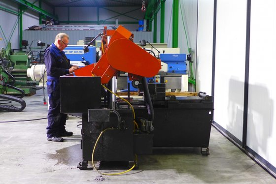 2007 Cosen bandsaw automat C-320