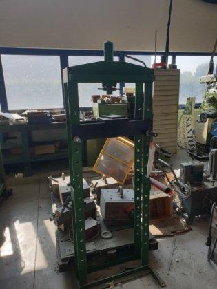 Usata pressa idraulica manuale pr01090 in montichiari italia for Pressa idraulica manuale