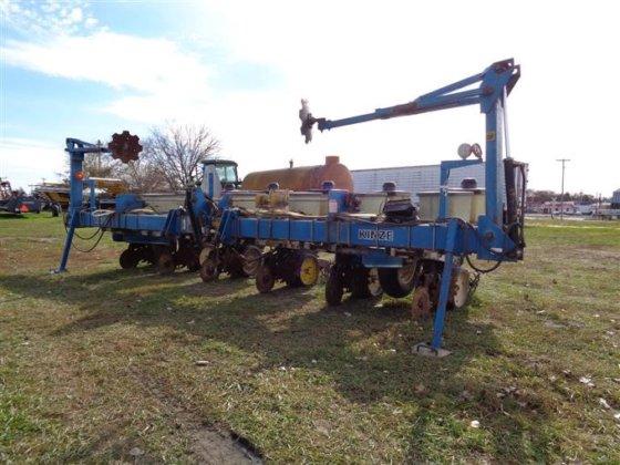 Kinze Mt 3 Pt 6 Row Wide Planter In Albion Ne Usa