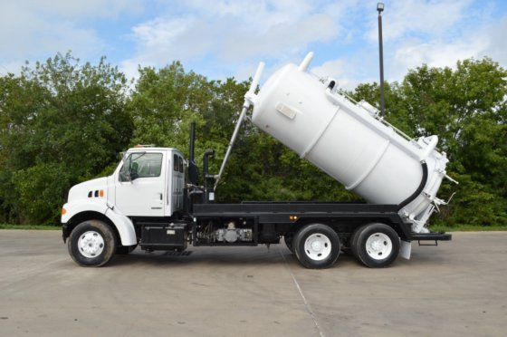 2002 STERLING LT9500 in Brookshire, TX, USA