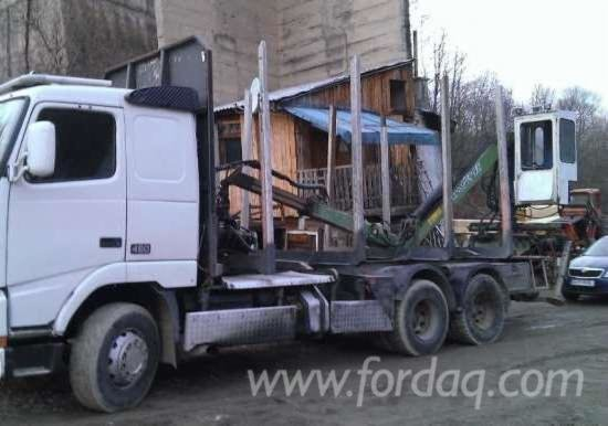 2000 Volvo Longlog Truck in