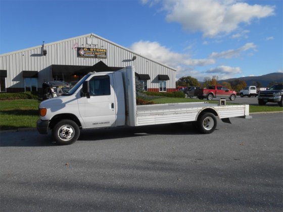 2006 FORD E450 in Middlebury, VT, USA