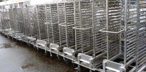 diverse Rack trolley in Berlin,