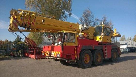 1995 Liebherr LTM1050 Crane in