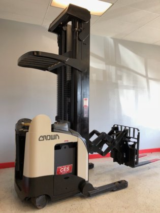 Crown Rd5020 30 Deep Reach Electric Forklift 300 In