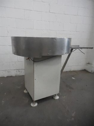 STAINLESS STEEL ACCUMULATING TABLE -