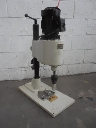 Poli ingenieros semi-automatic capper -
