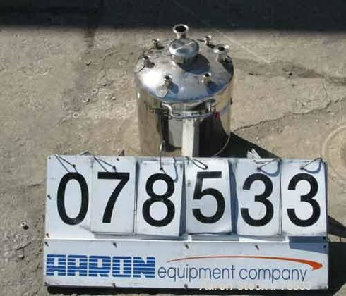 Used- Pressure Tank, 4.40 Gallons,