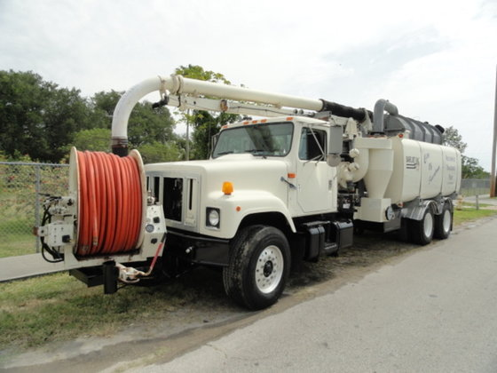 1998 International 2574 in Miami,