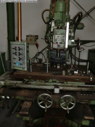 1972 Milling Machine - Vertical