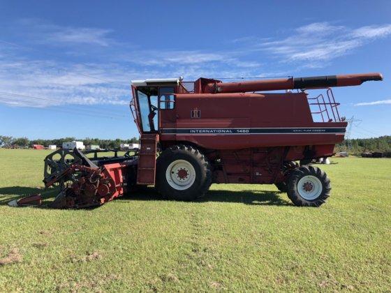International 1460 Combine w/ Grain HEAD in Hazlehurst, GA