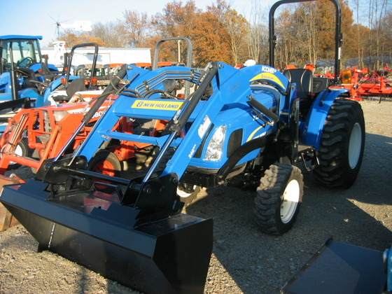 NEW HOLLAND BOOMER 30 30HP