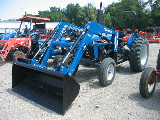 FORD 3930 TRACTOR LOADER in