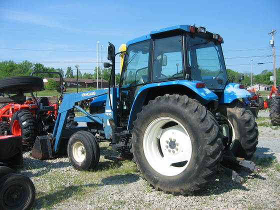 NEW HOLLAND TL110 in Farmington,