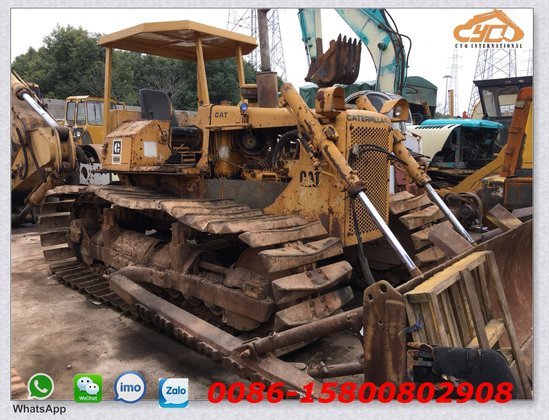 Caterpillar D5B LGP dozers with swamp track shoe in Lanzhou Shi, China