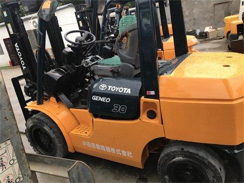 Good price FD30 Japan diesel 3 ton toyota forklift in Shanghai, China