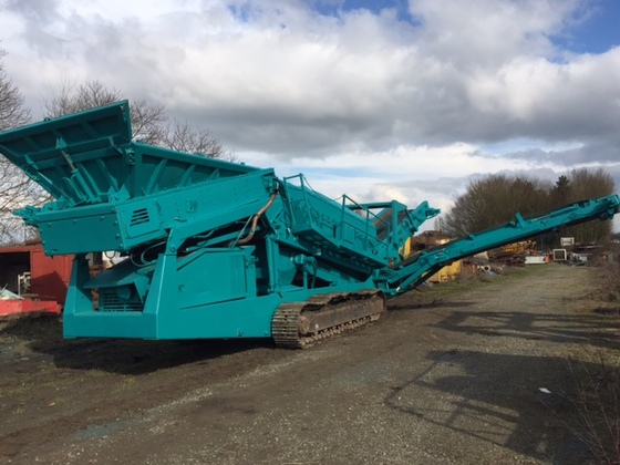 2004 Powerscreen WARRIOR 1800 Sorting Plant in Rennes, France