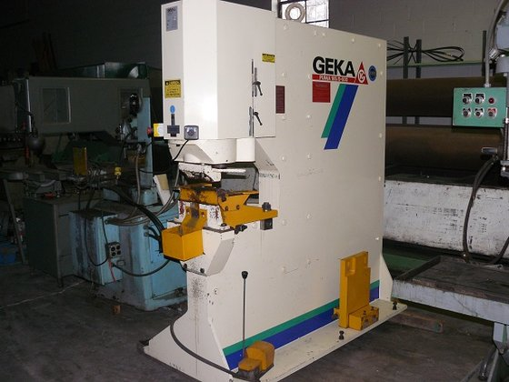 2002 Geka Hydraulic Punch Machine