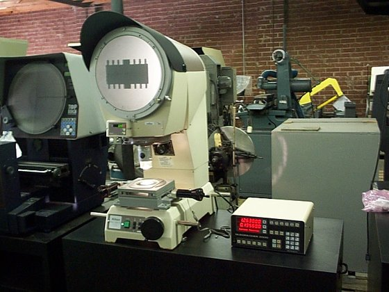 "1998 12"" Screen Nikon V-12BD"