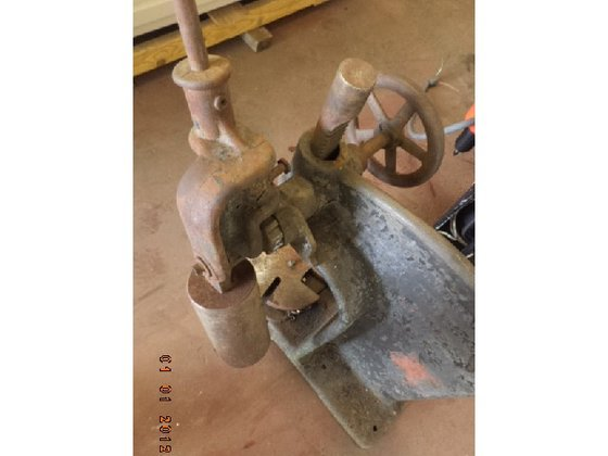 Greenerd Bench-Mounted Arbor Press, Model