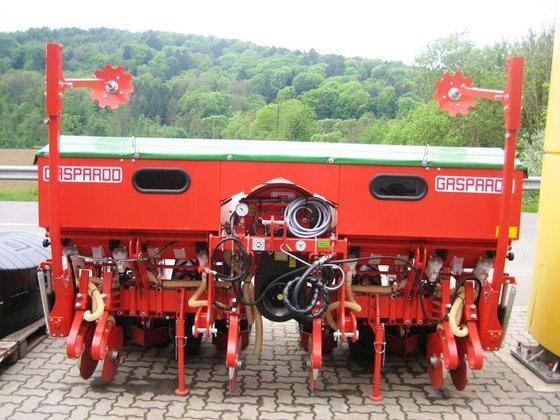 Gaspardo MTE-R 6-reihig mit Düngerstreuer