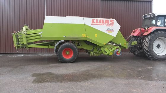 2004 Claas Quadrant 2200RC in