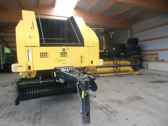 2013 New Holland BR 7070