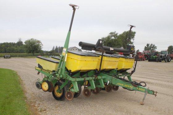 John Deere 7200 6 Row Planter Dry Fert With Fill Auger 3bu Hoppers