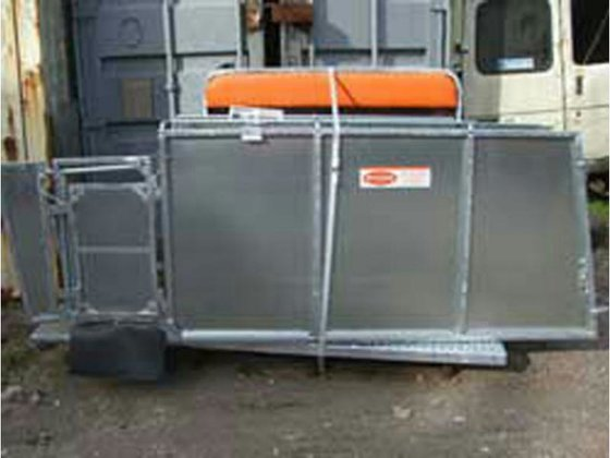 RITCHIE COMBI-CLAMP Sheep Handling in