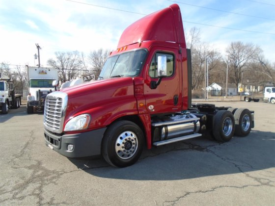 2012 FREIGHTLINER CASCADIA 125 in Kansas City, KS, USA