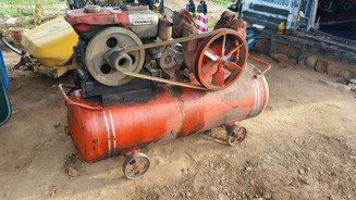 Yanmar 1-cylinder diesel engine air compressor, 4-cylinder old, outside the  tank, 1 4 meters in diameter, 45 cm in diameter, 200 liters capacity  in
