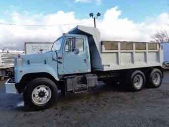 1990 INTERNATIONAL 2574 DUMP TRUCK