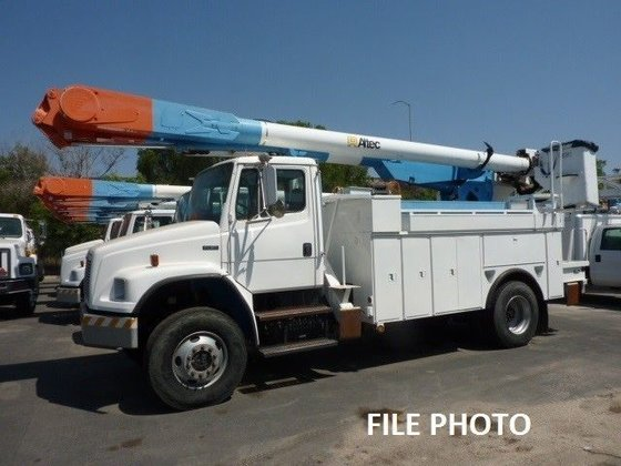 2004 FREIGHTLINER FL80 Bucket truck