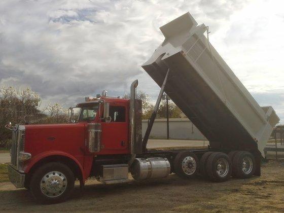2015 PETERBILT 389 Dump truck