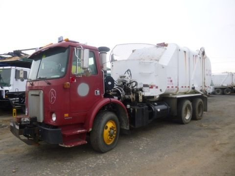 2000 VOLVO WX64 GARBAGE TRUCK