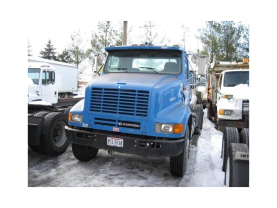 1997 INTERNATIONAL 8100 CONVENTIONAL -