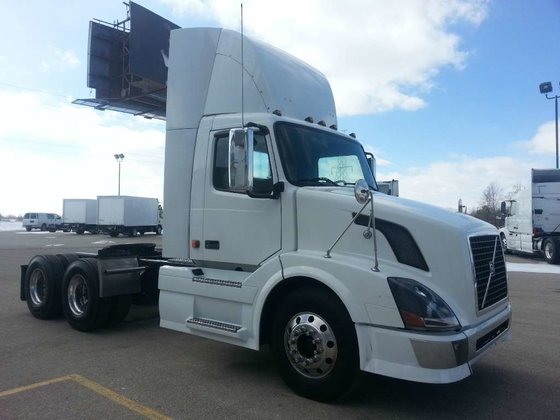 2006 VOLVO VNL300 CONVENTIONAL -