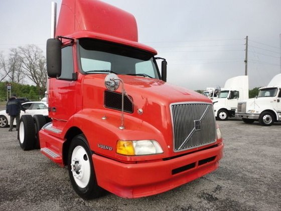 2000 VOLVO VNL Conventional -