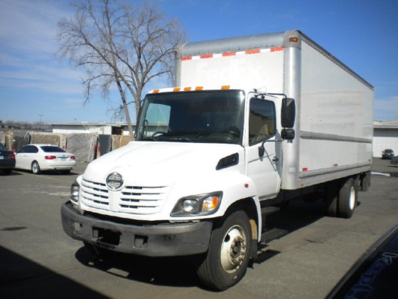 2008 HINO 268 Box truck
