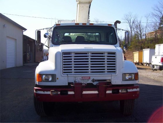 1998 INTERNATIONAL 4900 BUCKET TRUCK