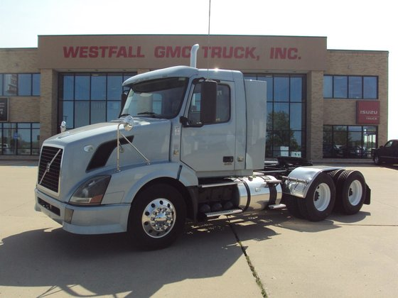 2010 VOLVO VNL CONVENTIONAL -