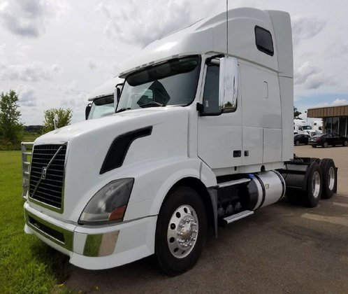 2011 VOLVO VNL64T670 CONVENTIONAL -