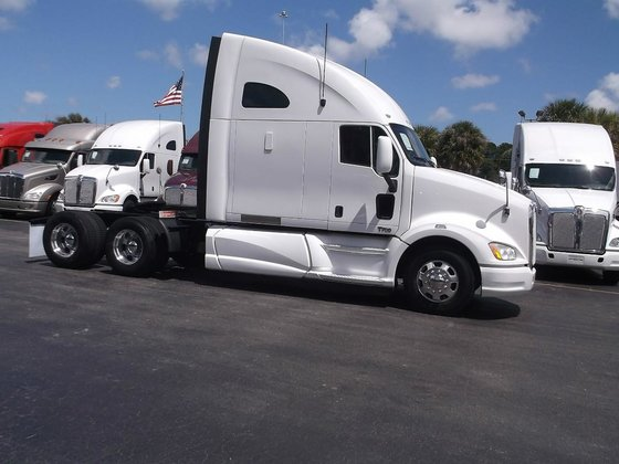2012 KENWORTH T700 CONVENTIONAL -