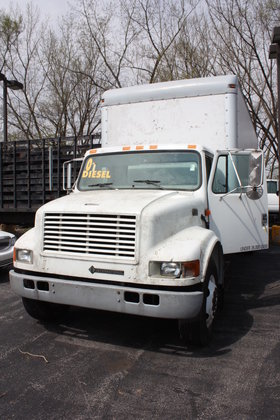2001 INTERNATIONAL 4700 BOX TRUCK