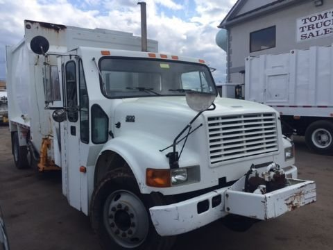 2002 INTERNATIONAL 4900 GARBAGE TRUCK