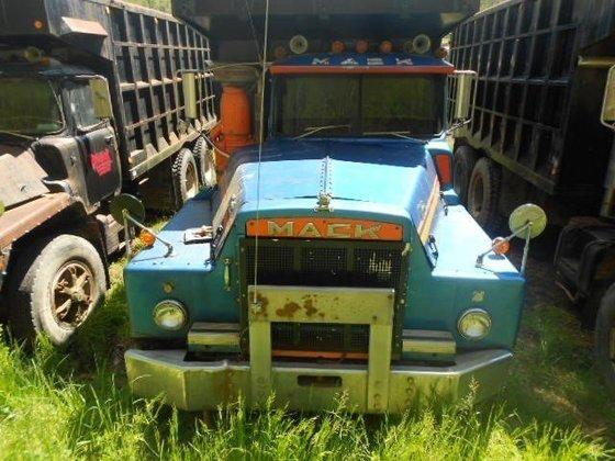 1982 MACK DM886SX DUMP TRUCK