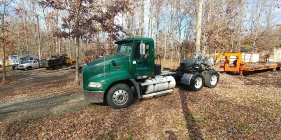 2004 MACK VISION CONVENTIONAL -