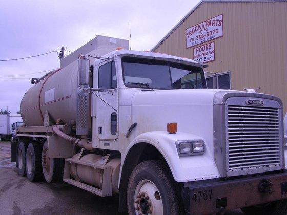 2001 FREIGHTLINER FLD12042SD OIL TANK